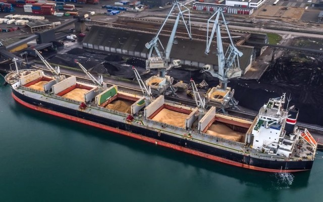 Износ и Внос на зърнени и маслодайни култури, шрот и растителни масла